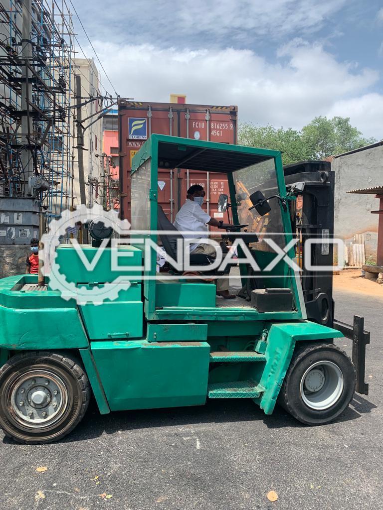 Clark Forklift - 10 Ton, 2000 Model
