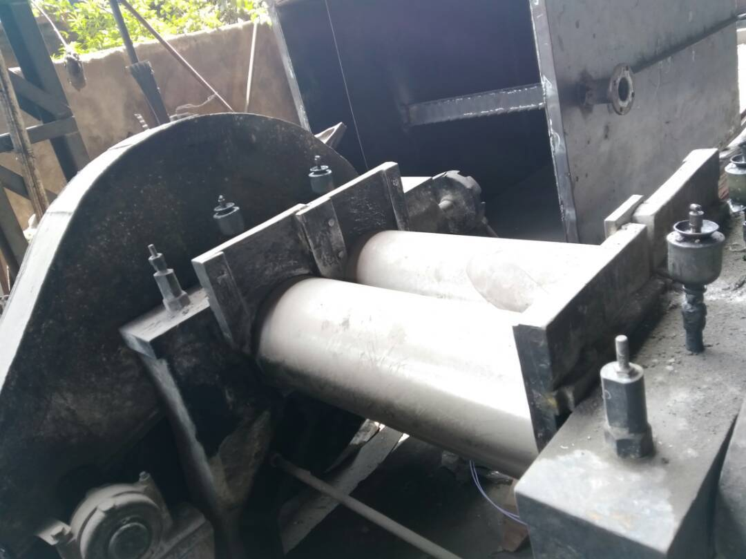 Rubber mixing mill 1