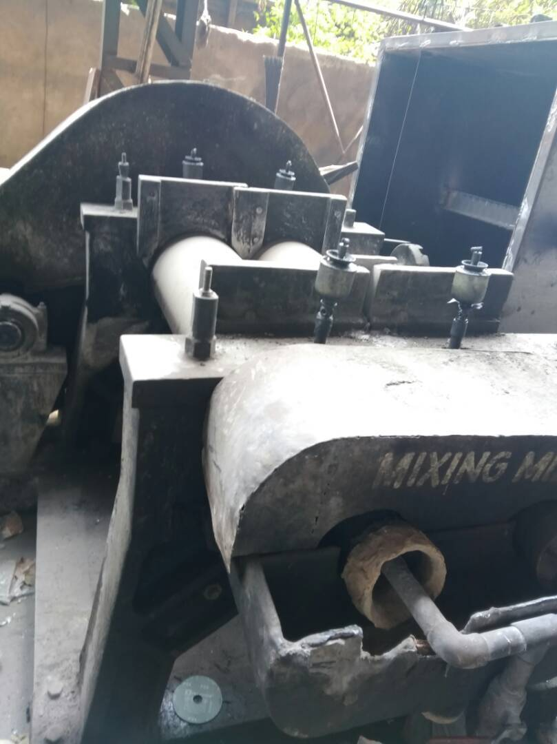 Rubber mixing mill 4