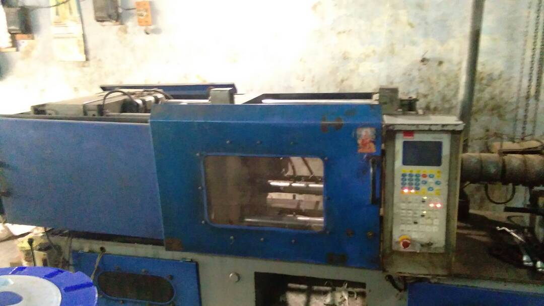Plastic injection moulding machine - 150 gram