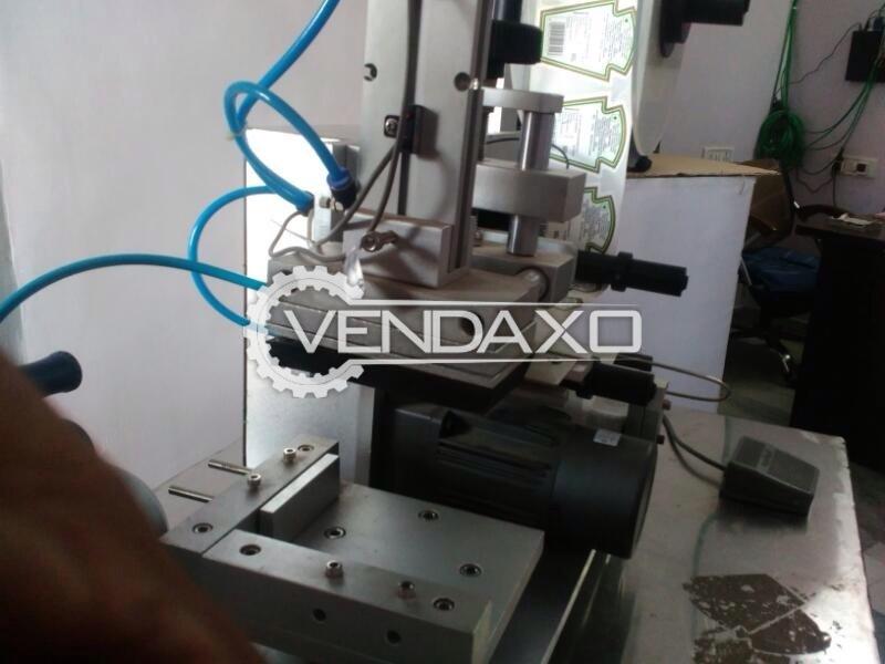Semi-Automatic Bottle Flat Labeling Machine - 25-60 Piece/Minute