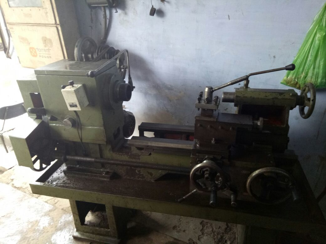 Used Lathe Machine - 5 feet for Sale at Best Prices | Vendaxo