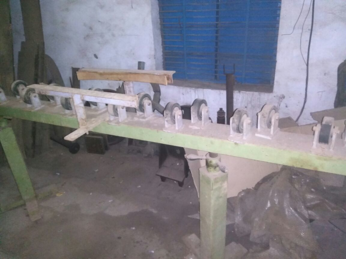 Roll buffing machine 1