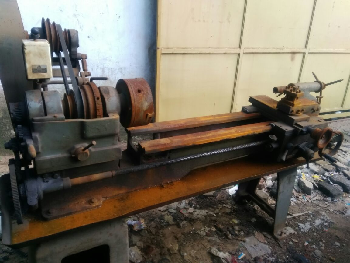Lathe machine - 4 feet