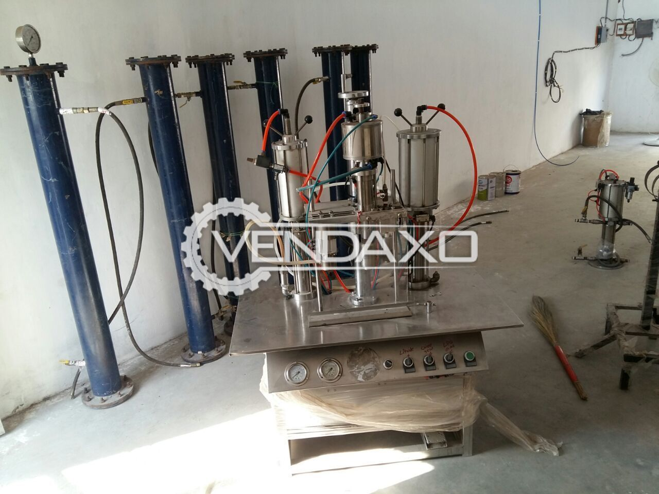 Aerosol Gas Filling Machine With Gas Filter And Booster Pump