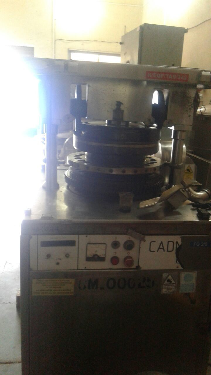 27 Stations D Tooling Tooling Rotary Tablet Press Machine - GMP Model