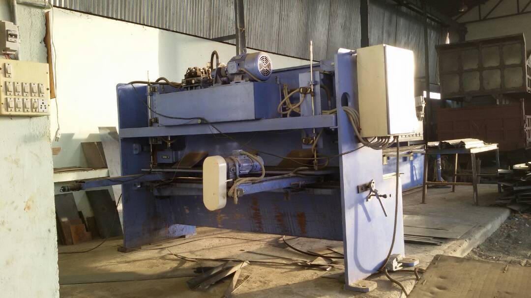 Sheet cutting machine 2