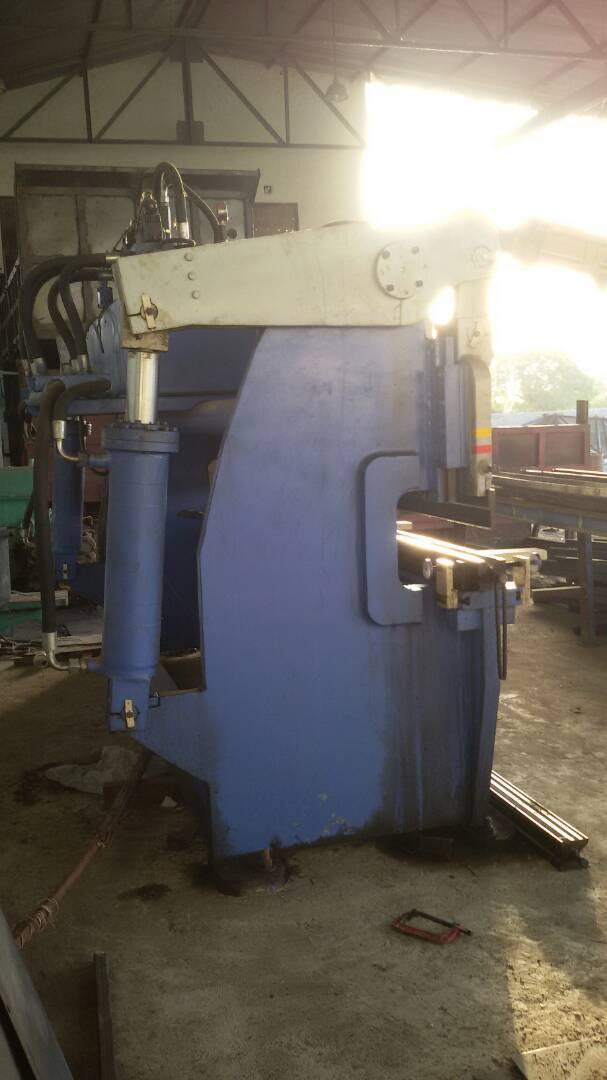 Sheet cutting machine 3