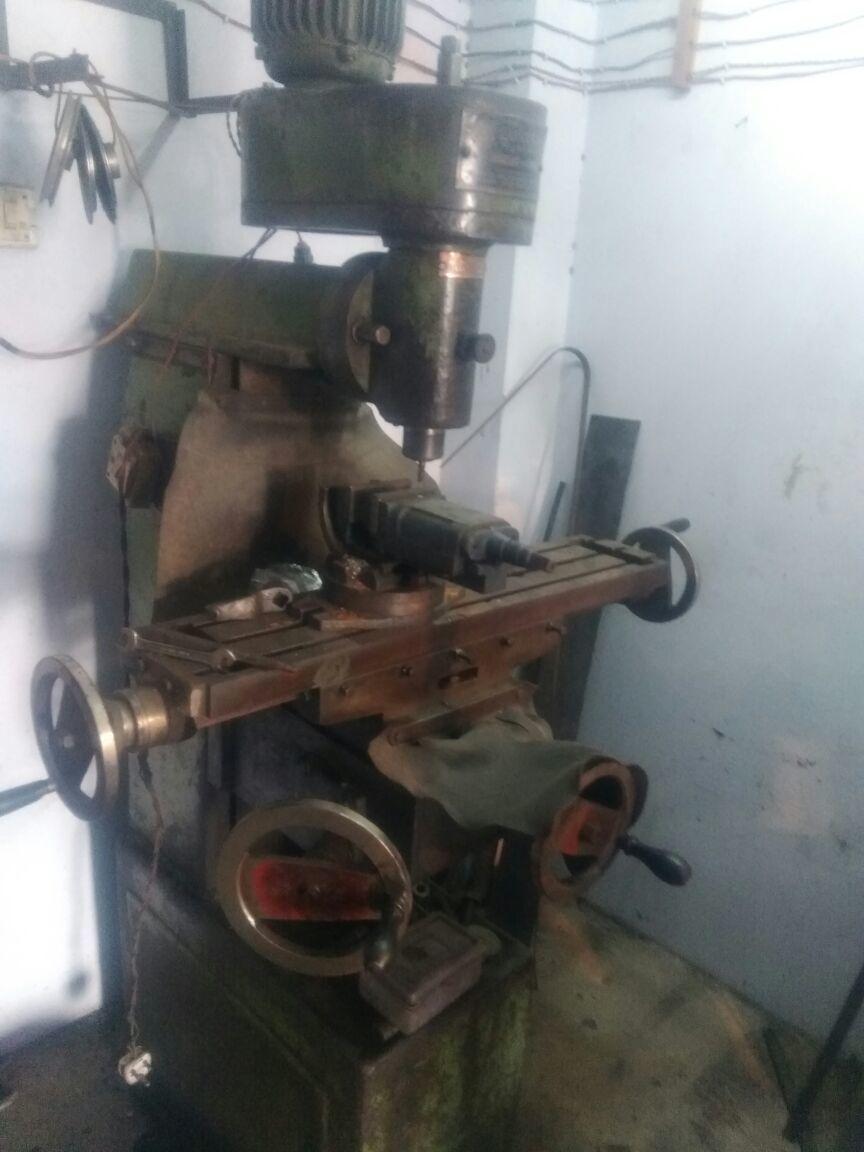 Milling machine 4