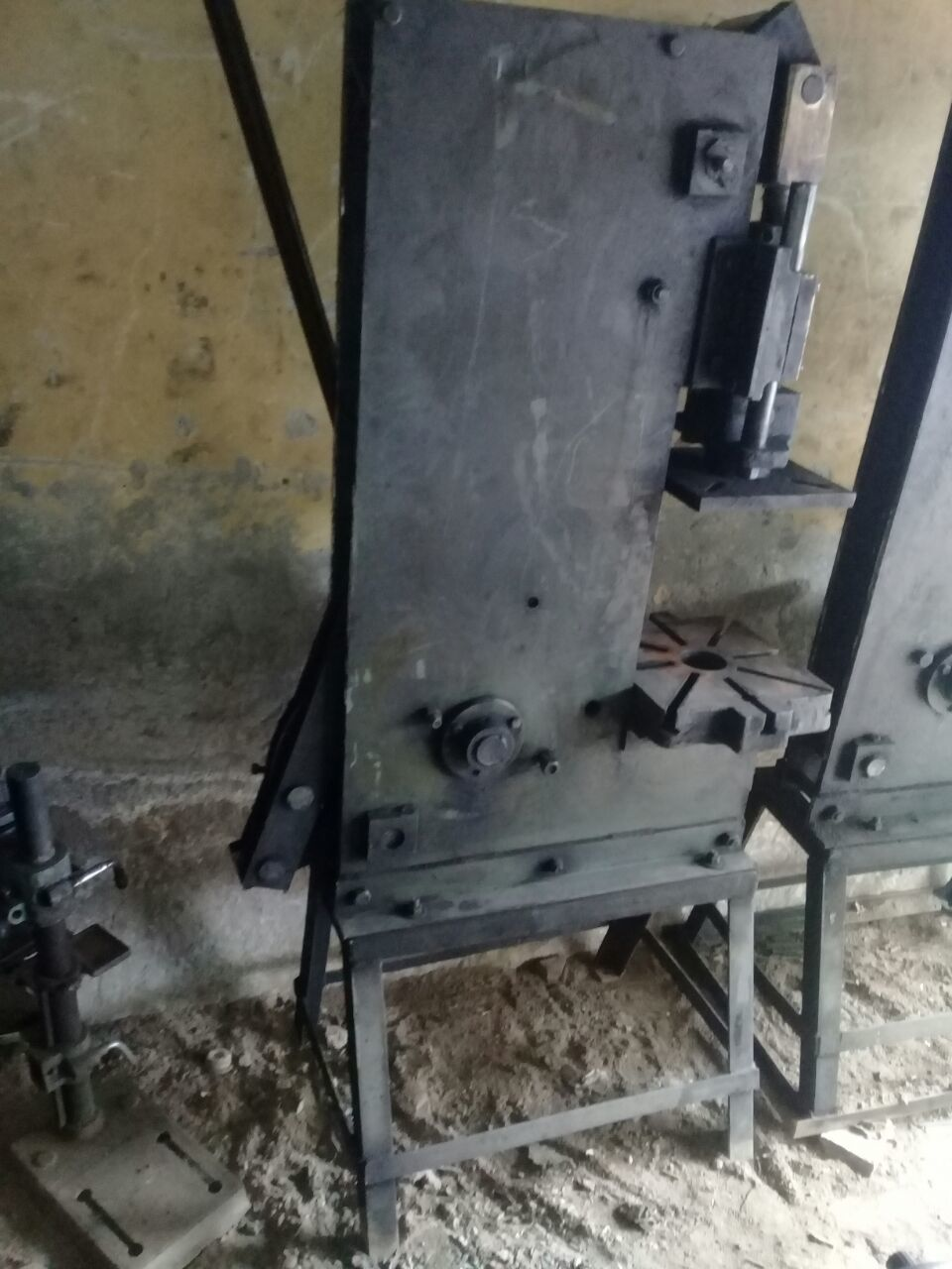 Hand Moulding Machine
