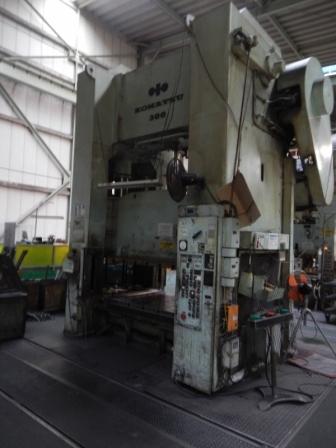 300 ton komatsu 1