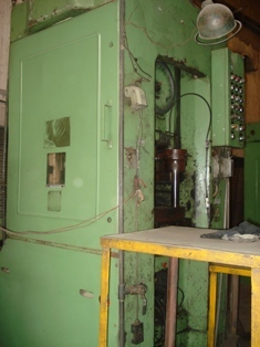 300 ton knuckle joint may press 2