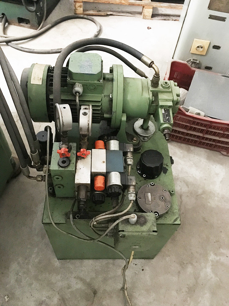 Gear hobbing machine 170 10
