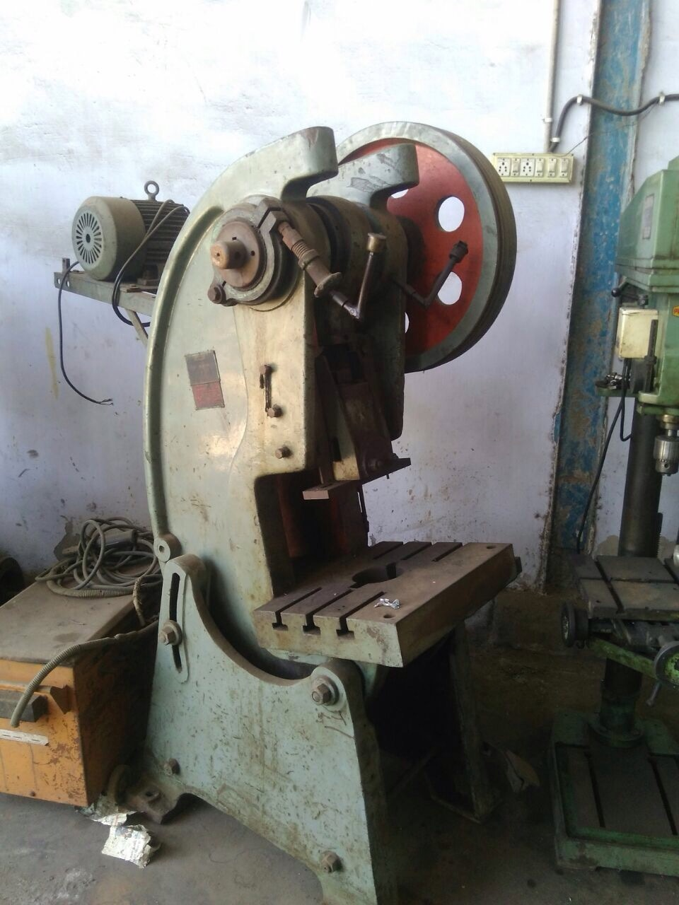 Power press gear less