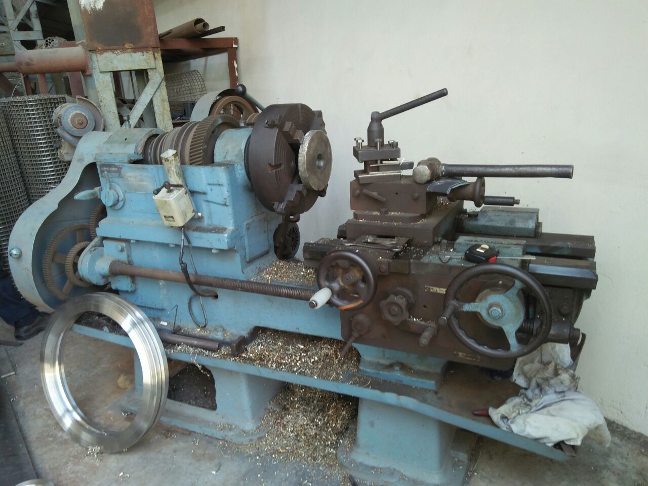 Lathe reactor machine
