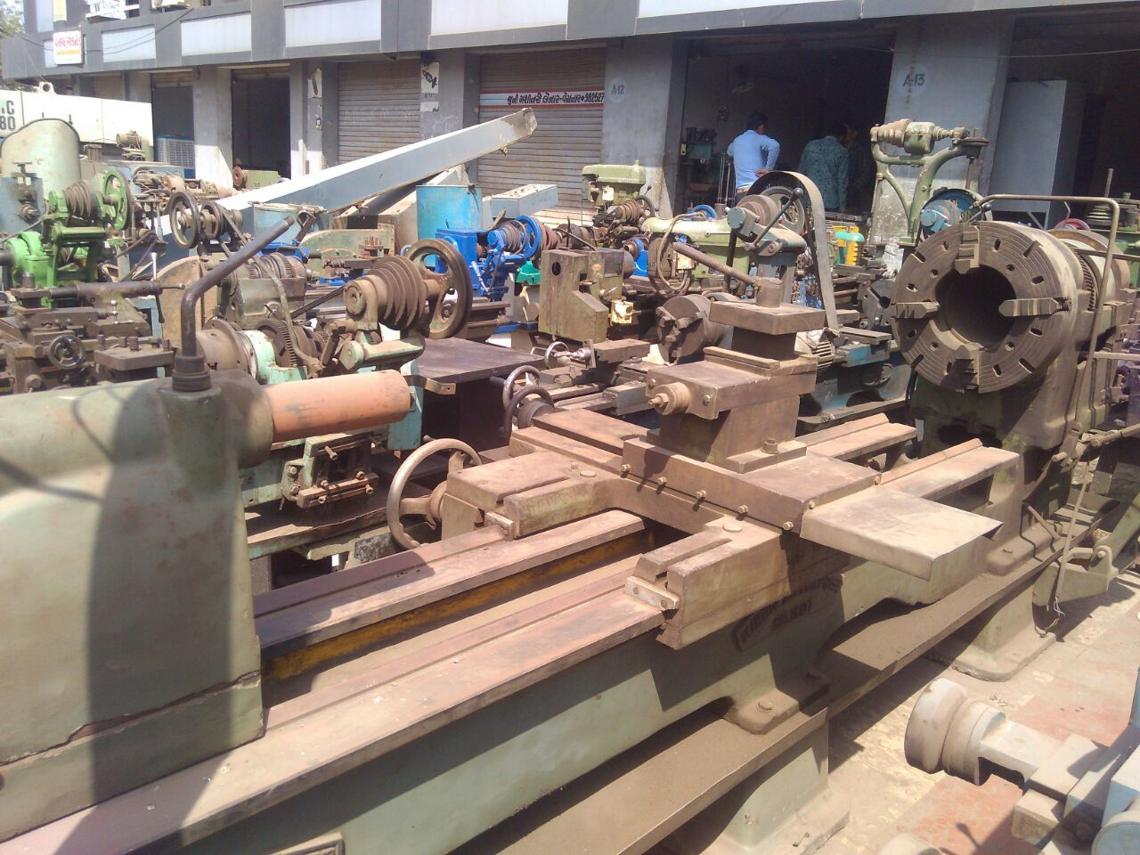 Lathe machine   9 inc 2