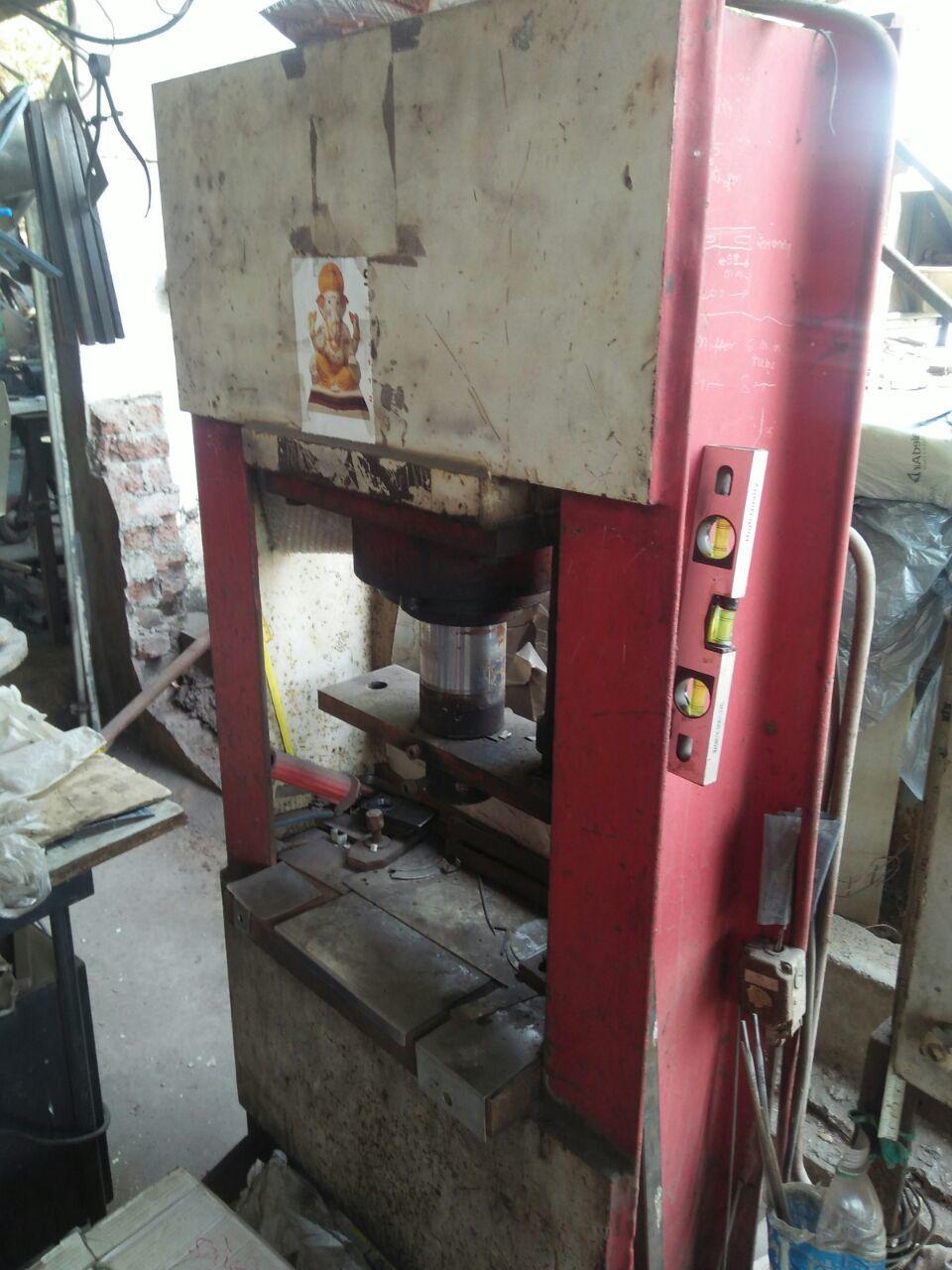 Hydrolic press machine 2