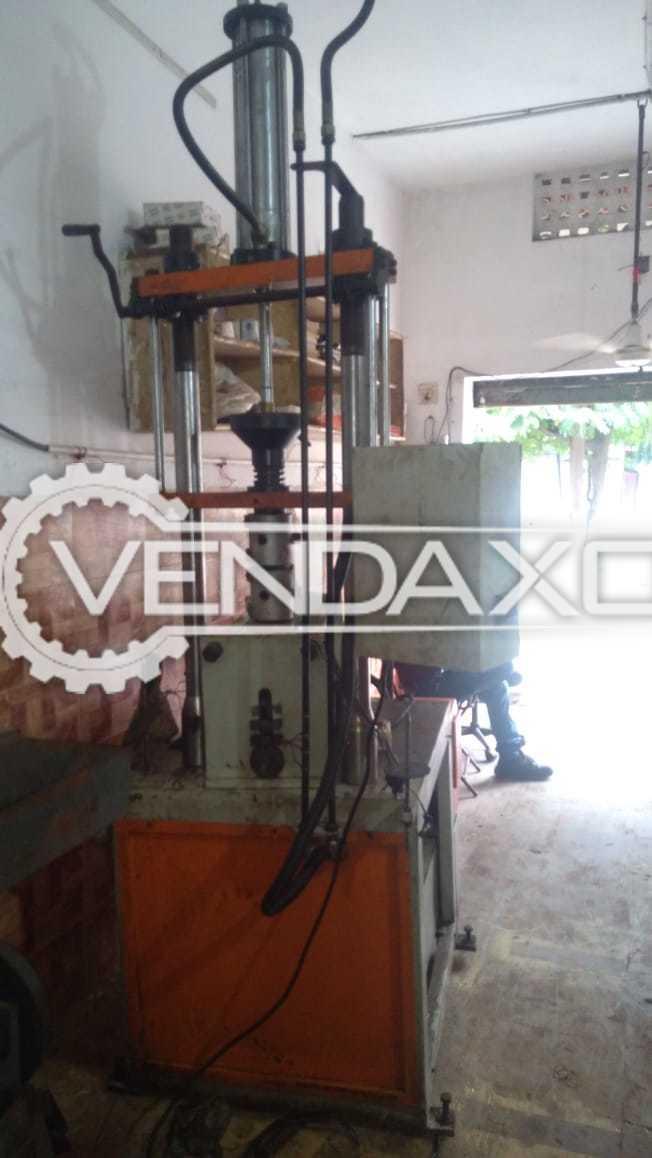 Charmi Machinery Make Blow Moulding Machine - 250 Gram