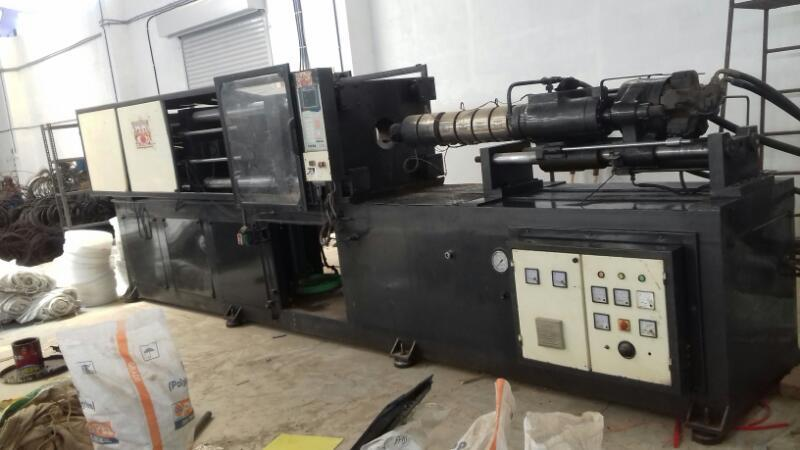 injection moulding machine - 700 gm Product